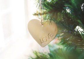 Christmas_love_lightstock_270289_small